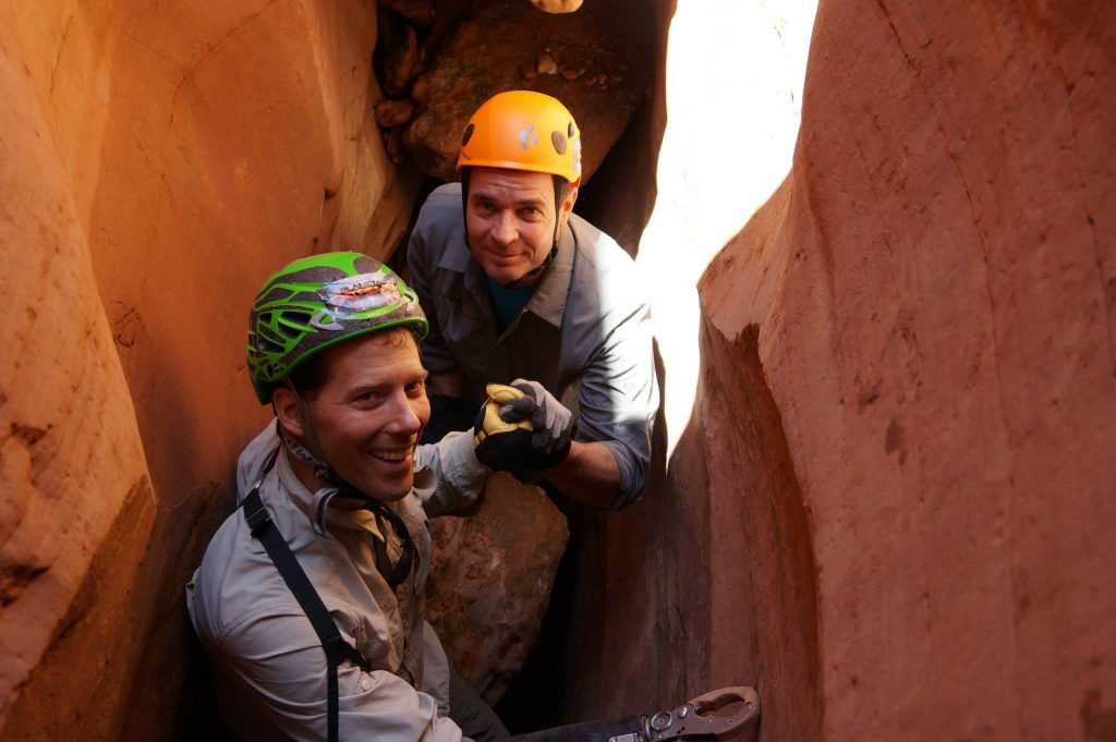 O jornalista Clayton Conservani levou o escalador ao mesmo local em que ele ficou preso Foto: extremos