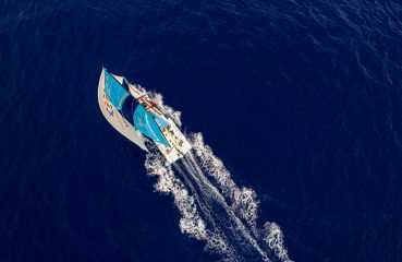 Leg 4, Melbourne to Hong Kong, day 06, the beautiful blue waters of the Coral Sea on full display from the air above Vestas 11th Hour. Photo by Amory Ross/Volvo Ocean Race. 07 January, 2018.
