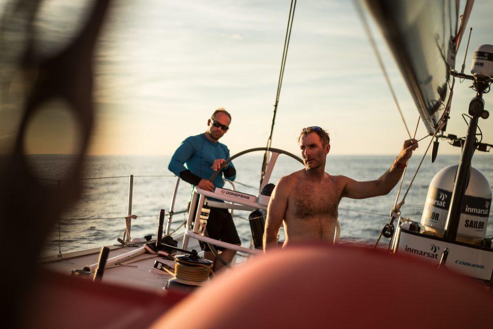 Faltam 1.500 milhas náuticas Foto: Jeremie Beyou and Kevin Escoffier/Divulgação