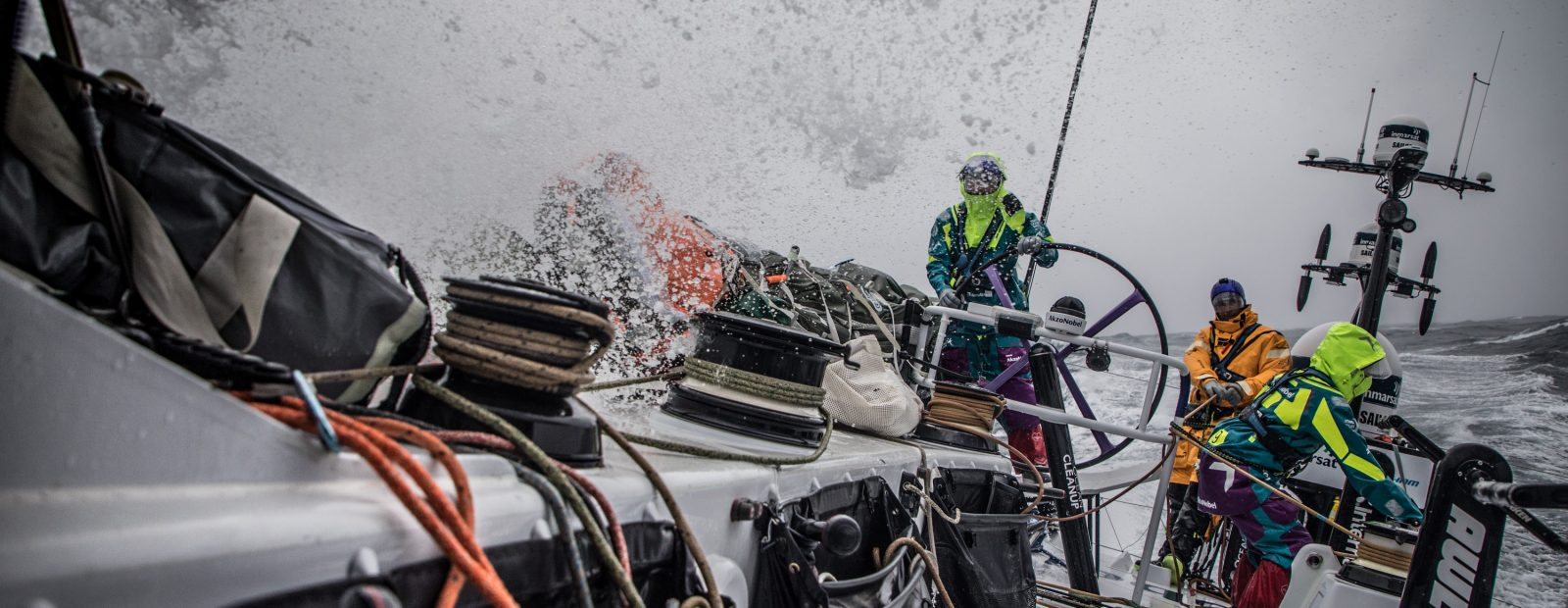 Os barcos estão aproveitando as condições de vento no Atlântico durante a nona etapa da regata Foto: Divulgação