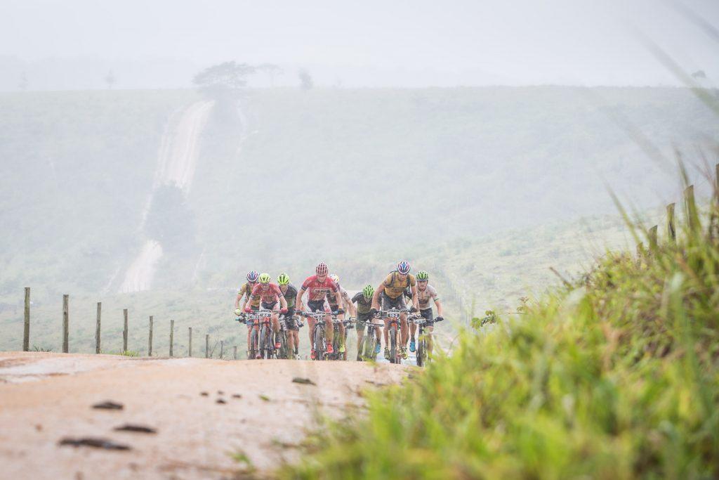 Seis duplas destacaram-se a partir do km 100. | Foto: Fabio Piva / Brasil Ride
