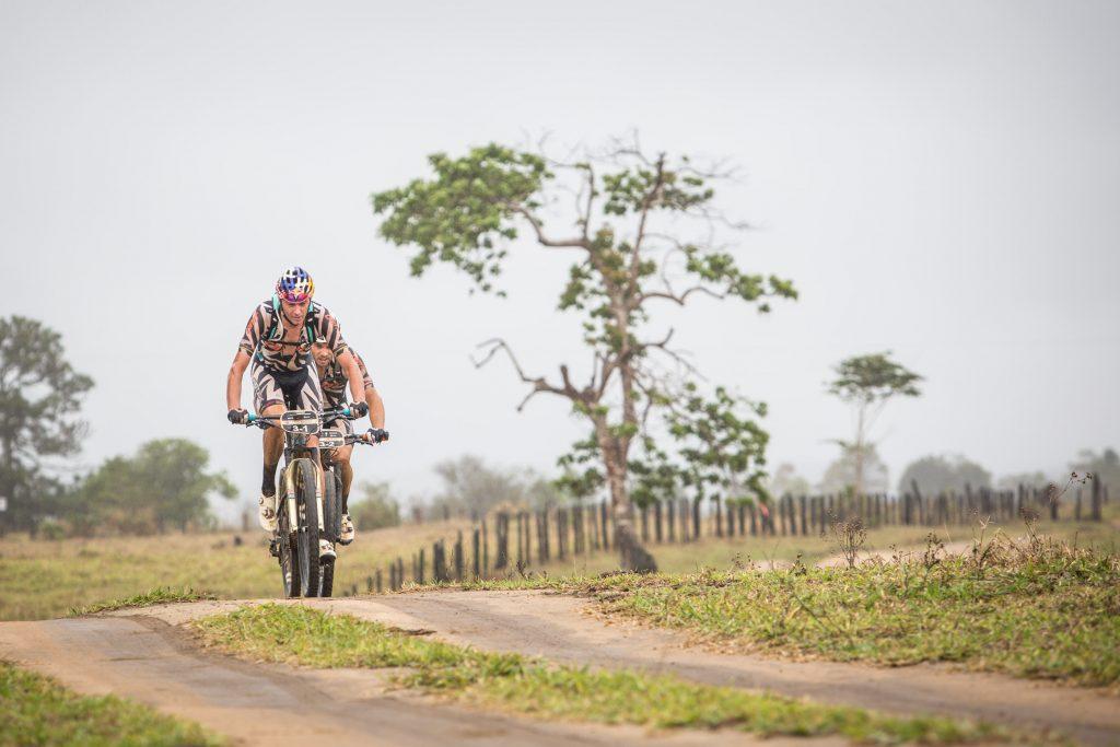 Tiago e Hans abriram vantagem até a vitória. | Foto: Fabio Piva / Brasil Ride