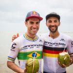 Avancini e Fumic comemoram na praia  (Fabio Piva / Brasil Ride)