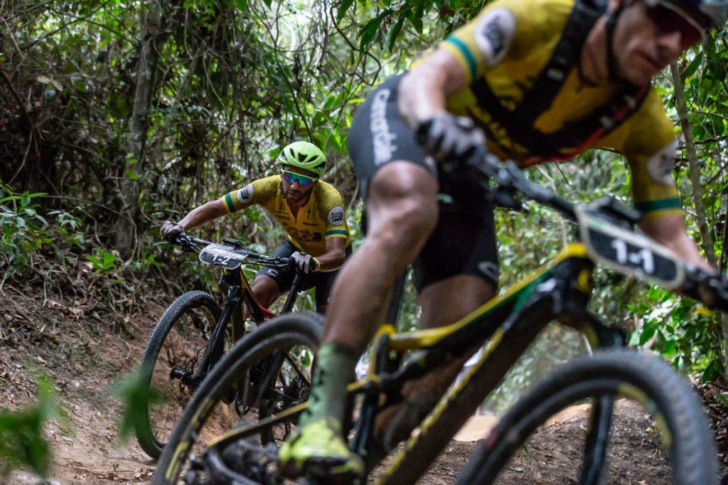 Manuel Fumic acompanha Avancini (Marcelo Rypl / Brasil Ride)