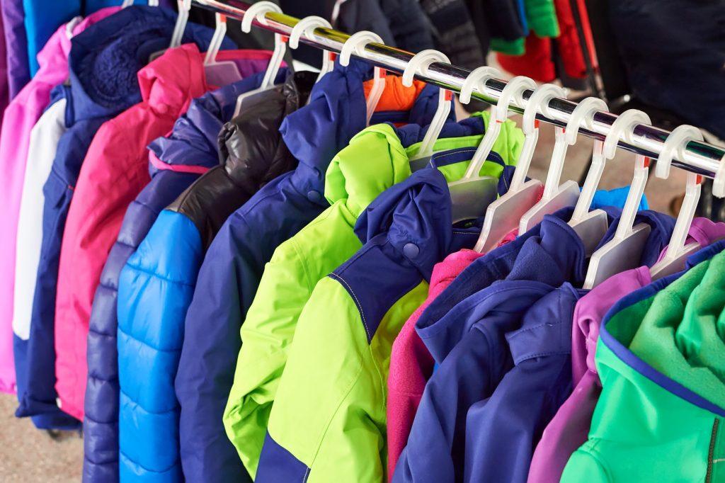 O corta-vento, o softshell e o anorak são os três tipos de jaqueta mais usados no Brasil Foto: Sergey Ryzhov/Fotolia