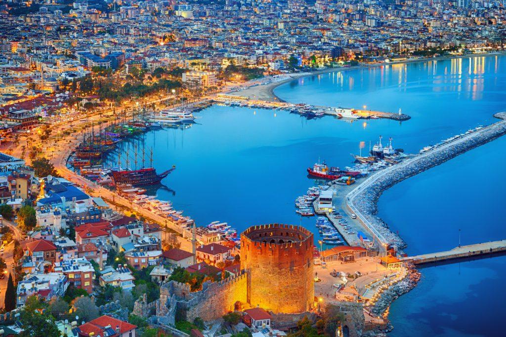 O Castelo de Alanya é um ponto turístico muito visitado em Alanya, na Turquia. Foto: Ig0rZh/Fotolia