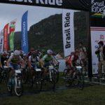 Dupla ibérica leva a segunda etapa em meio a várias desistêncas de competidores