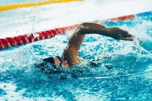 Natação: 9 motivos para começar a nadar o quanto antes