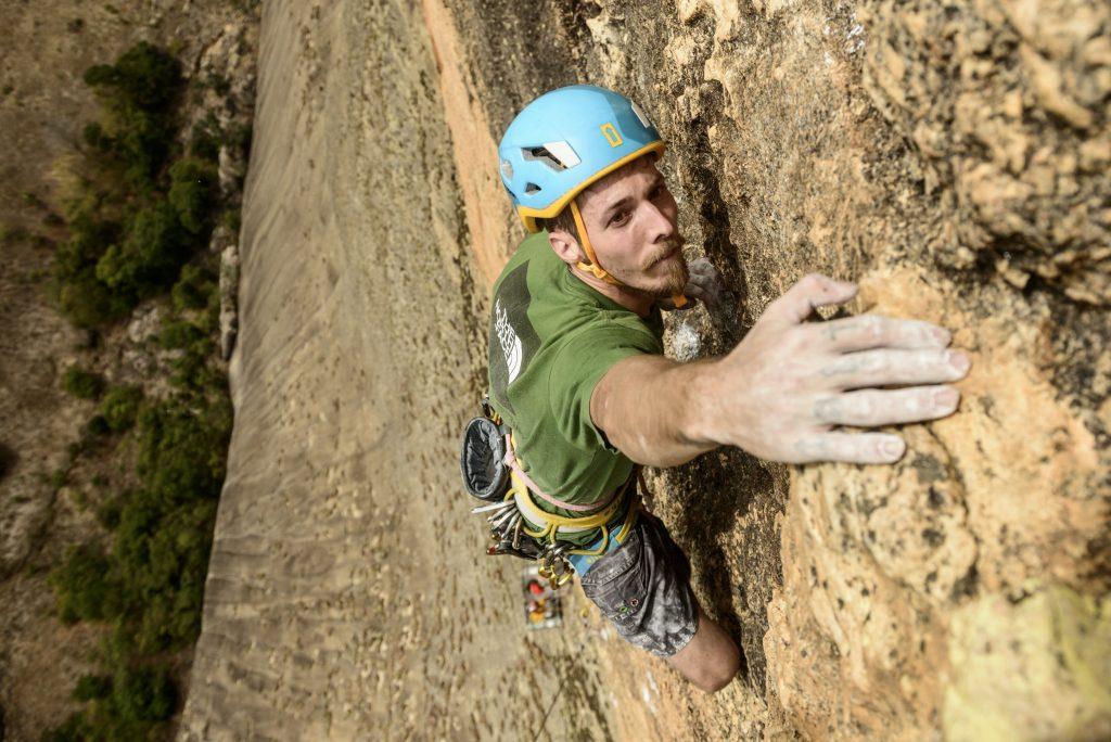 Felipe escalando o Pão de Açúcar, no Rio de Janeiro Foto: Marcelo Maragni/Red Bull Content Pool