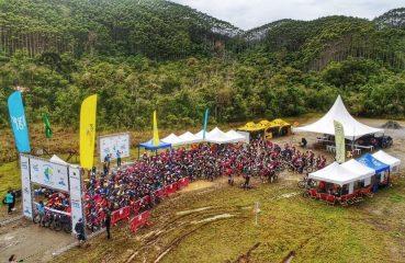 O evento reúne corrida, trekking, canoagem, mountain bike e técnicas verticais| Foto: Divulgação Adventure Camp
