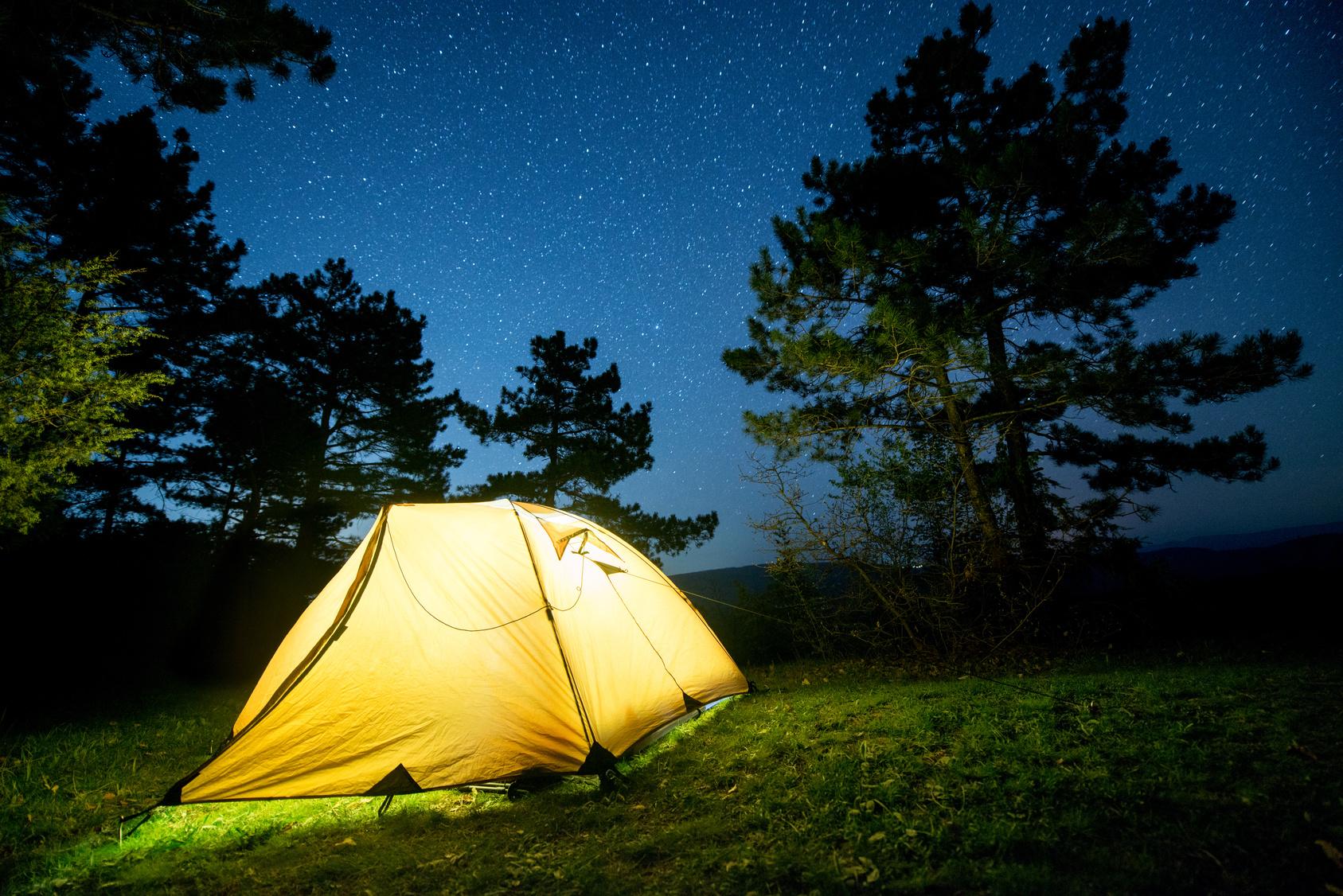 Que tal acampar para apreciar de maneira ainda melhor o céu estrelado? Foto: Miracle Moments/Fotolia