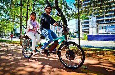 A bikxi, primeira empresa de transporte compartilhado que utiliza bicicletas duplas e elétricas guiadas por profissionais Foto: Divulgação