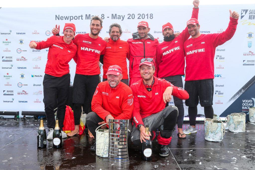 Equipe espanhola comemorando a vitória emocionante. | Foto: Jesus Renedo/Volvo Ocean Race