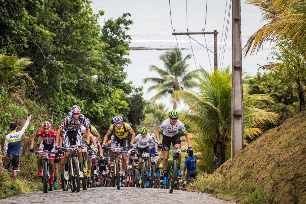 Esforço na subida.   Foto: Fabio Piva / Brasil Ride