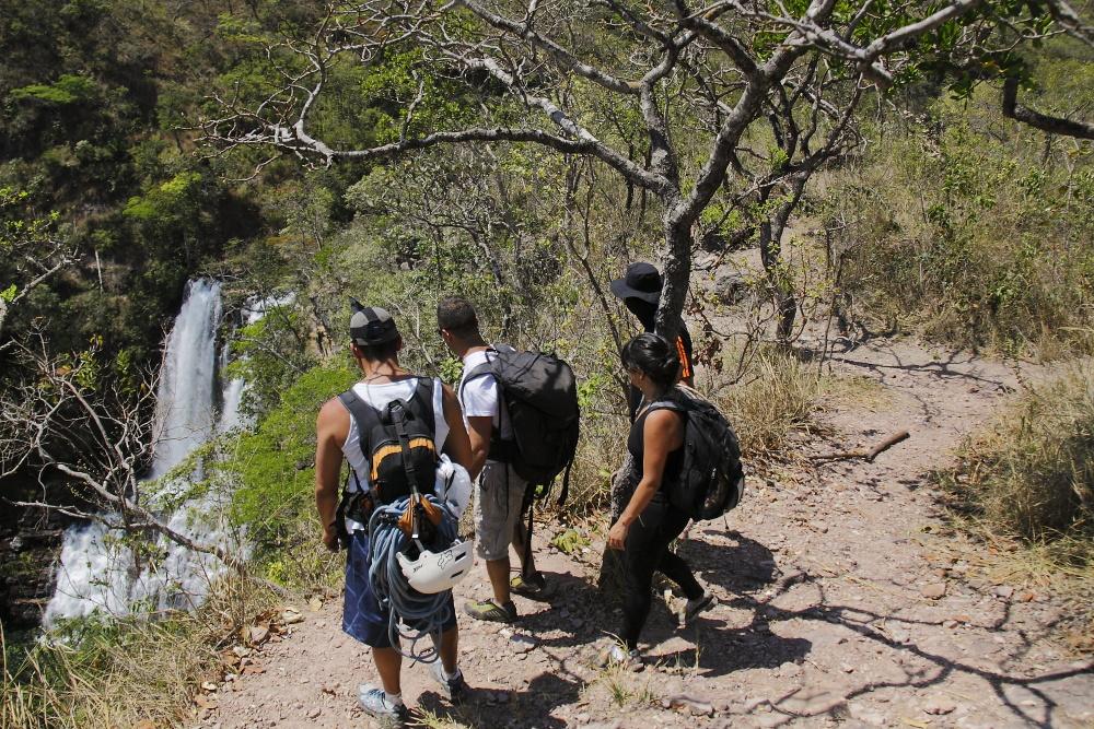 Estudando para fazer Rapel na NAS Cachoeiras do Indaiá A Cachoeira Véu de noiva Foto: Eduardo Andreassi