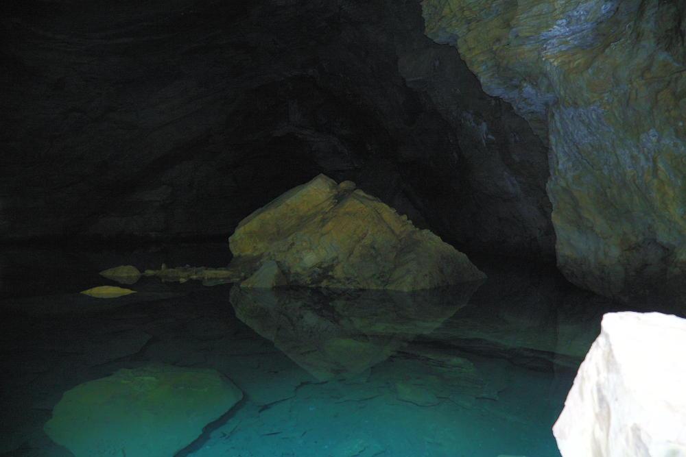 Buraco das Andorinhas rio subterrâneo de águas cristalinas Foto: Eduardo Andreassi