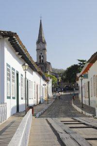 À esquerda, casa de Cora Coralina e, ao fundo, Igreja do Rosário. Foto: arquivo pessoal.