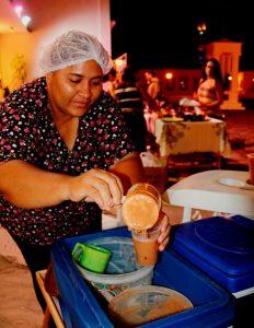 Gastronomia - em frente ao CAT, feira de artesanato e gastro local - caldo de feijão. Foto: arquivo pessoal.