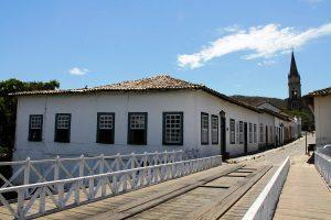 Ponte de madeira e casa de Cora Coralina à esquerda. Foto: arquivo pessoal.