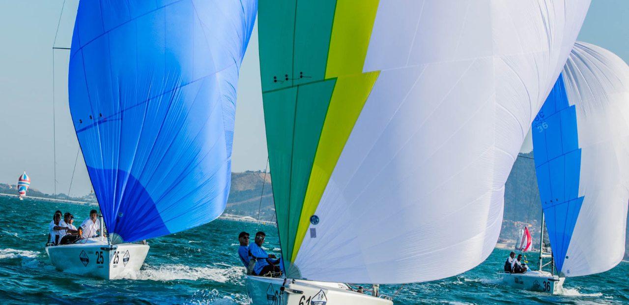 O Gimga lidera a disputa da classe HPE-25 [Marcos Mendez / Sail Station]