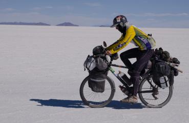 Ciclista pedala do Brasil ao EUA para promover sustentabilidade e turismo responsável