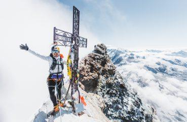 Brasileira estabelece novo recorde mundial ao escalar duas montanhas icônicas em um único dia